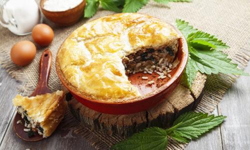 Дрожжевой пирог с рыбой и рисом