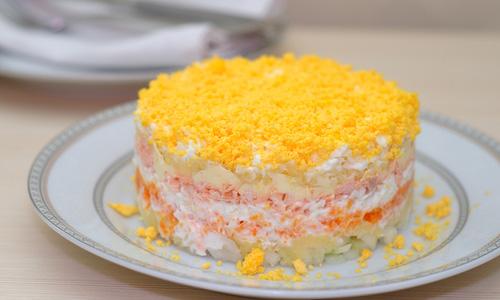 Слоеный салат из моркови