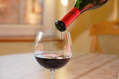 Соль и блендер придадут дешевому вину изысканный вкус