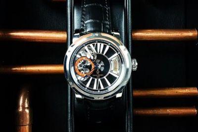 Часы с каплей старейшего в мире виски стоят 45000$