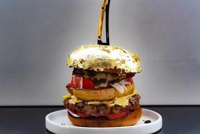 Голландский повар приготовил гамбургер стоимостью 2314$