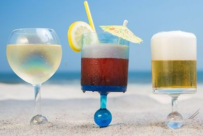 Винные бокалы для пляжа