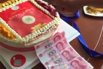 Торт, отсчитывающий деньги