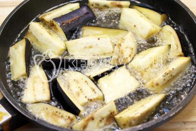 Слить жидкость и обжарить в масле.