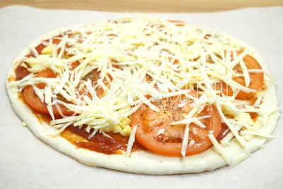 Добавить тертый твердый сыр.