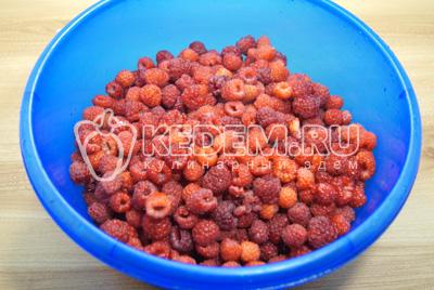Собрать ягоды малины и перебрать.
