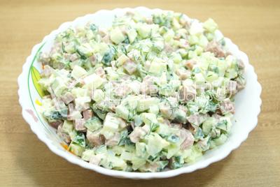 Выложить в салатник.