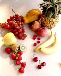 ФРУКТЫ. Ежедневно ребенок должен получать как минимум две порции свежих фруктов и плодов, в том числе ягод.