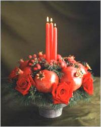 Сервировка стола - ваза с гранатами