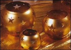 Сервировка Новогоднего стола – золотые стеклянные вазы с мотивом звезд