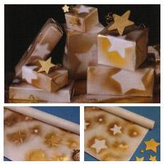 Сервировка Новогоднего стола – Стильная подарочная бумага,  подарки с золотыми звездами