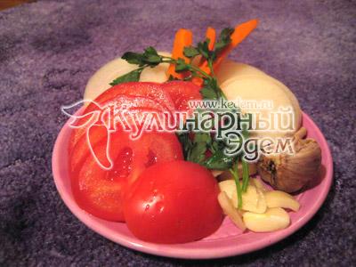 Порезанные помидоры, чеснок