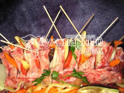 Мясо переложенное овощами