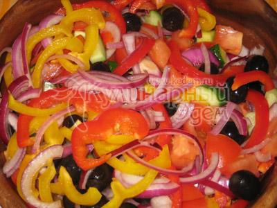 Греческий салат, рецепт приготовления: проезанные овощи