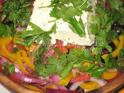 Греческий салат, фото приготовленного рецетпа