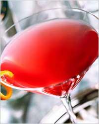"8 место: Коктейль  ""Космополитен "" придумали в 1920-х годах бармены..."