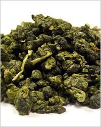 Улун Тэ Гуанинь, имеет нежный светлый желтовато-зеленоватый или медовый оттенок настоя. Своим видом они ближе к зелёным чаям, а вкусом - к красным.