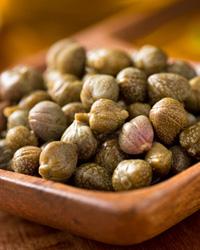 Каперсы (каперцы) – важный ингредиент оригинального салата «Оливье».