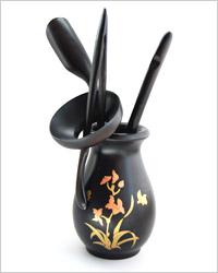 инструменты чайного мастера: мерная ложка чачи, игла чацзань, щипцы цзяцзы и воронка часяньло.