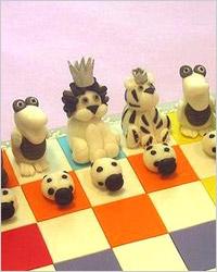 Шахматные фигурки из марципана