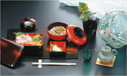 в японской кухне разная посуда предназначена для разных блюд.