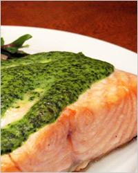 ароматное филе лосося с соусом из кинзы