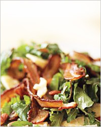 салат из руколы с беконом