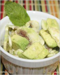 Салат с шампиньонами и тунцом