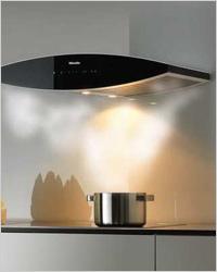 Всё потому что у Miele DA 7090 W нет вытяжного шланга (дымохода), который обычно соединяет прибор с домовой...