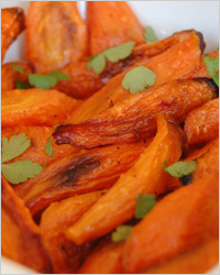Тёплый салат из запеченной картошки и моркови