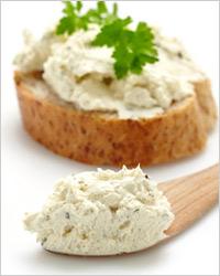 Творожный дип с чесноком и сыром