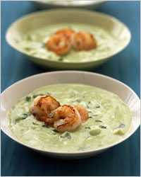 Холодный суп из авокадо и креветок