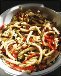 Баклажаны с овощами и капустой