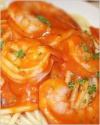 Свежая томатная паста с креветками