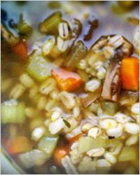 Салат из свежих огурцов и перловой крупы