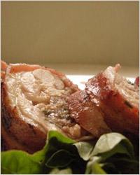 пикантная закуска получается из куриных голеней фаршированных грибами