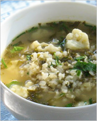 Суп с цветной капустой и яйцами