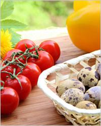 Закуска из перепелиных яиц и помидоров черри