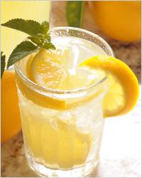холодный лимонад