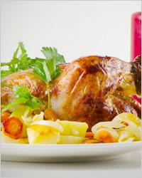 Курица с луком и помидорами