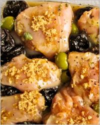 Рулетики из куриного филе с черносливом, орехами и сыром