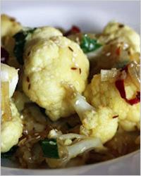 Пряная цветная капуста с кунжутом по-индийски