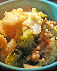 Кус-кус с цветной капустой и брокколи (быстрое блюдо)