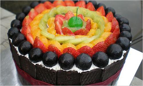 Украшение тортов фруктами и ягодами