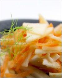 Салат из моркови с хреном и яблоками