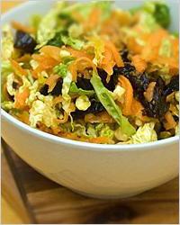 Салат из моркови и капусты с черносливом