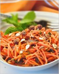 Салат из моркови с финиками и мёдом
