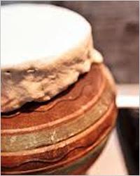 Постные щи с грибами в горшочках под крышечками из слоёного теста