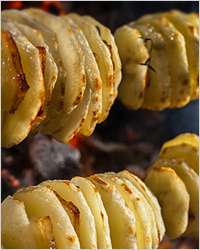 Молодой картофель на шампурах