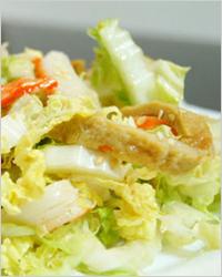 Салат с пекинской капустой и омлетом